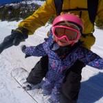 3χρονη snowboarder κάνει απίστευτες φιγούρες με τον πατέρα της!