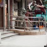 Κάνοντας skateboard στο Δρόμο του Μεταξιού