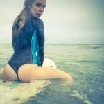 4 surfer girls φοράνε body paint!