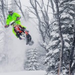 Άλματα στο χιόνι με snowbike!