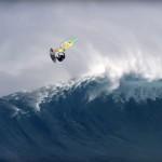 Ο Jason Polakow windsurfαρει σε τεράστιο swell στο Jaws!
