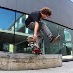 Αποκλείεται να έχεις δει πιο περίεργα skateboard tricks από αυτά!