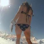 Πόσο πιο sexy; Snowboarding με μπικίνι!